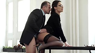 Older boss gives his luscious secretary a massive facial