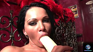 Christina Bella plugs her pussyhole with a big fat dildo