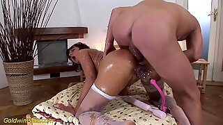skinny MIlf pumped and deep anal fucked