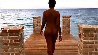 Twerking nude in public beach PublicFlashing.me
